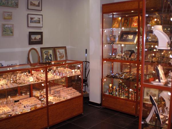 Магазины ювелирных изделий и сувениров. Торговое оборудование для